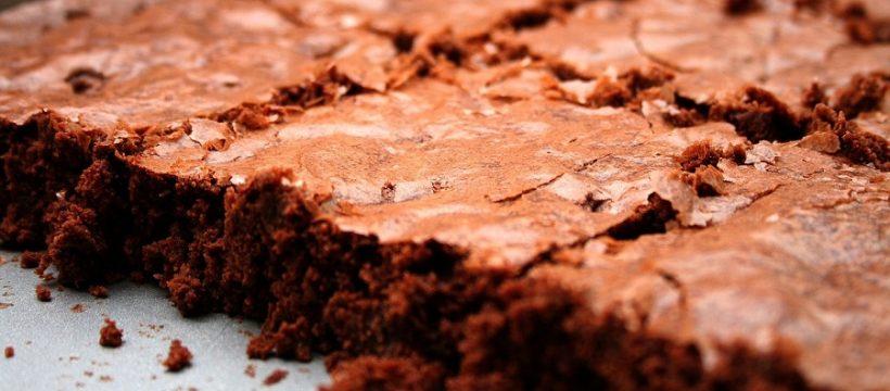 Zdravá pochúťka - čokoládové brownies s banánom